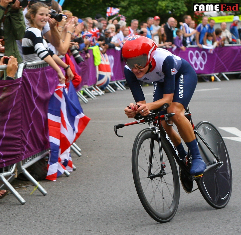 Lizzie Armitstead rides in the London 2012 Olympics Women's Road Time Trial