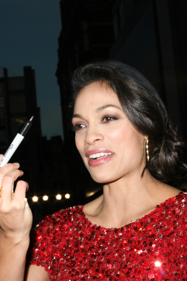 Rosario Dawson and the pen at The Trance Premiere, London